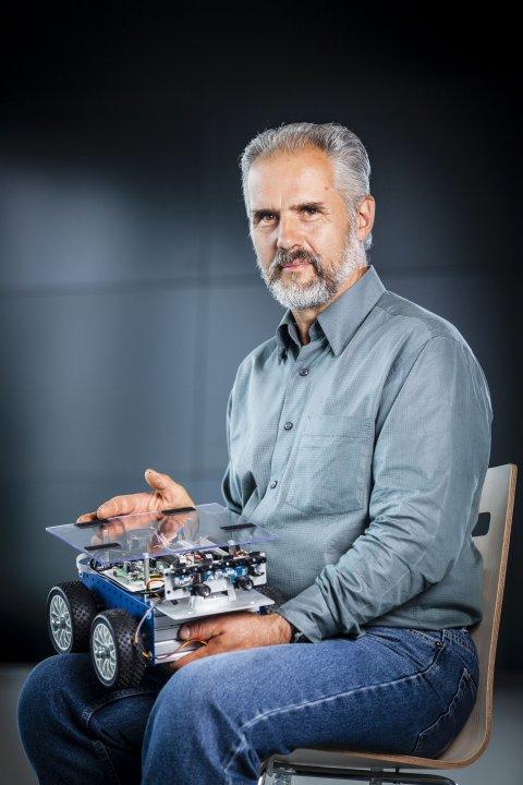 Děkan FIT prof. Ing. Pavel Tvrdík, CSc. - Mediatéka - České vysoké učení  technické vPraze